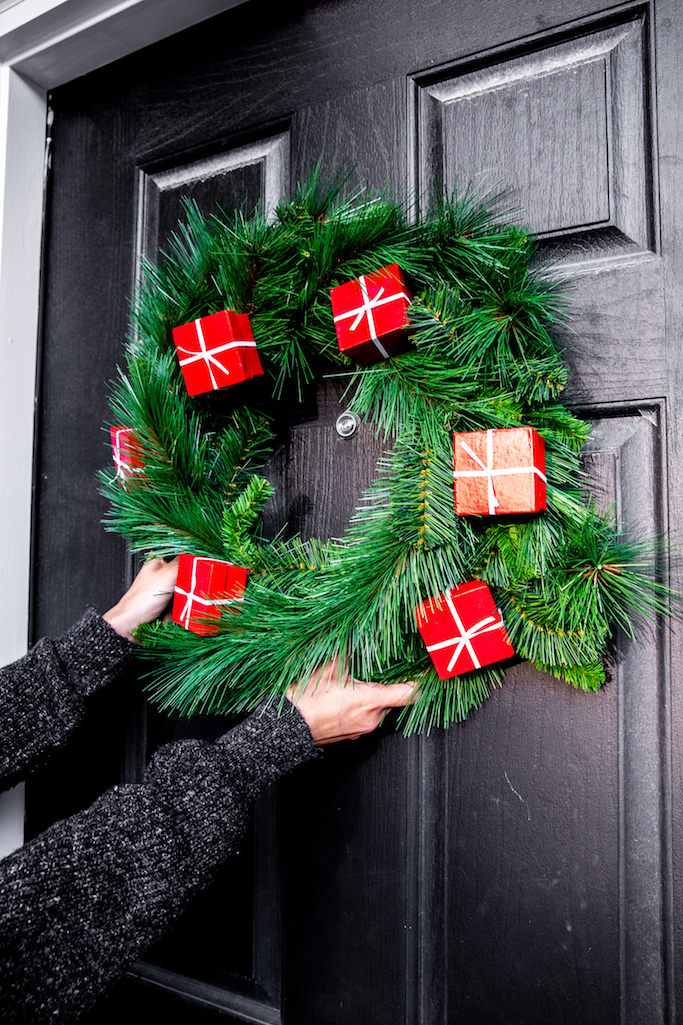 DIY Holiday Gift Box Wreath