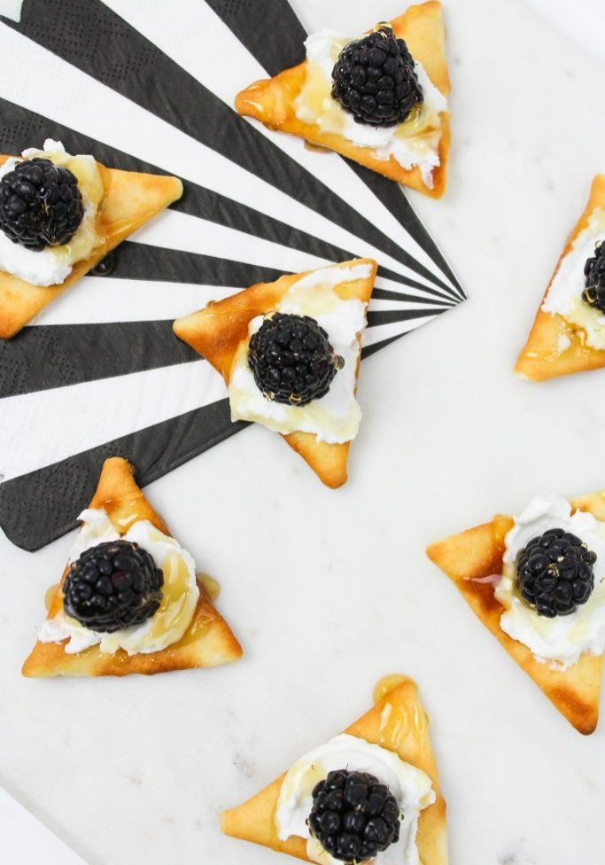 Blackberry-Goat-Cheese-and-Honey-Appetizers-2-683x1024